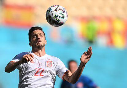 Sarabia controls a ball against Slovakia.