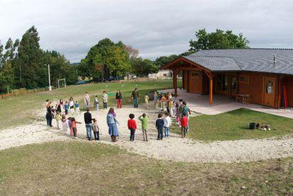 Actividades en las instalaciones del colegio Meniñeiros de Friol (Lugo).