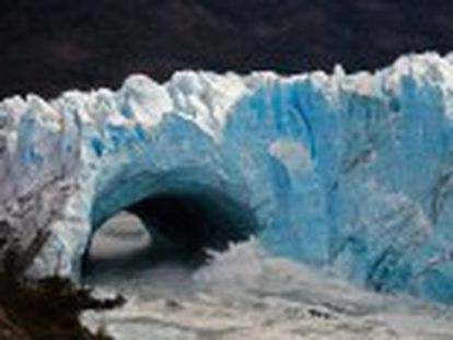 El glaciar Perito Moreno se rompe en pleno día y ante 2.000 personas