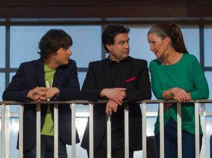 Pepe junto a sus compañeros el cocinero Jordi Cruz y la restauradora Samantha Valléjo-Nágera en un momento del programa 'MasterChef'.