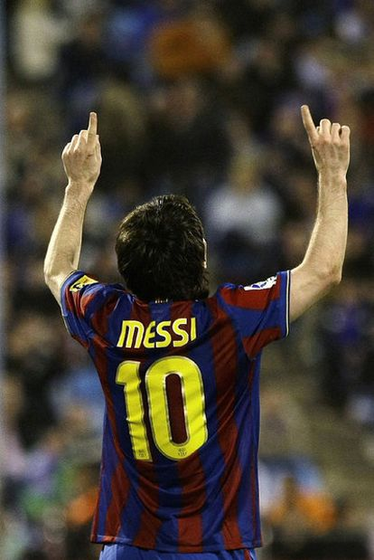 Messi celebra su tercer gol al Zaragoza.