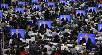 Imagen de Trump en las pantallas del media center durante el debate presidencial en la universidad de Hofstra.