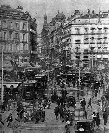 La Puerta del Sol, en 1916.