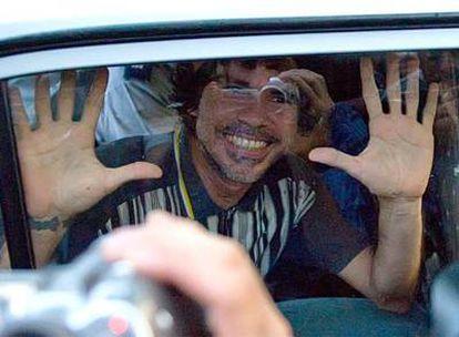 Gorki Águila, a bordo de un coche de la policía el viernes cuando abandonaba el tribunal después del juicio.