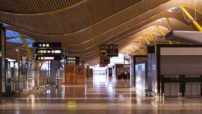 La Terminal 4 del aeropuerto de Madrid, prácticamente vacía en abril de 2020.