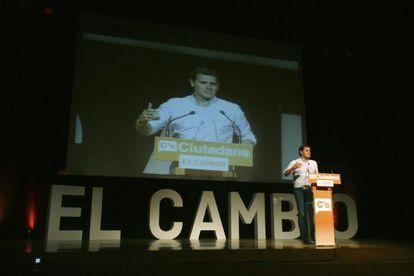 Rivera, el lunes en un mitin en Tarragona.