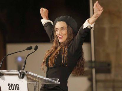 Angela Molina recibe Premio Nacional de Cinematografia en San Sebastian.