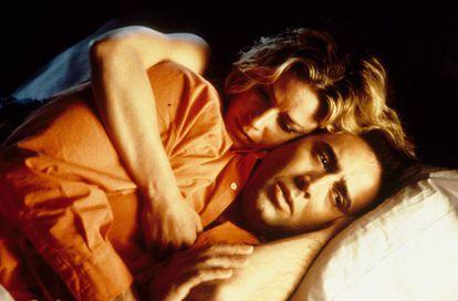 Elisabeth Shue y Nicolas Cage, durante una escena de la película 'Leaving Las Vegas'.