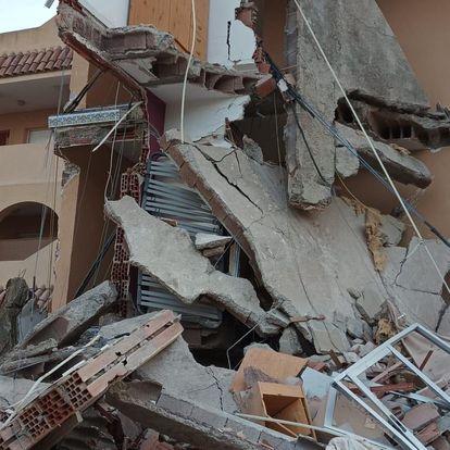 Derrumbe de un edificio de tres plantas en Peñíscola con atrapados.