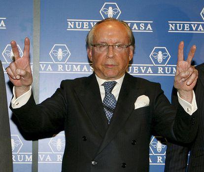 El propietario de Nueva Rumasa, José María Ruiz Mateos, a su llegada a la rueda de prensa en la que anunció que diez de sus grandes empresas iniciaban el concurso de acreedores.