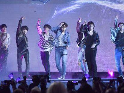 BTS, el representante del K-pop de más éxito, arrasa con su álbum  Love Yourself  Tear