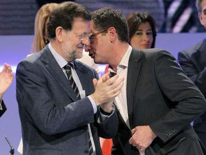Rajoy con Basagoiti, en el congreso del PP vasco.
