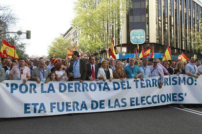 La marcha de la AVT a su paso por Génova