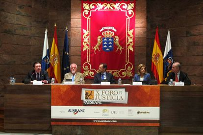 El presidente del Parlamento canario, Antonio Castro,el 30 de octubre de 2014 inaugura las jornadas de Ausbanc.