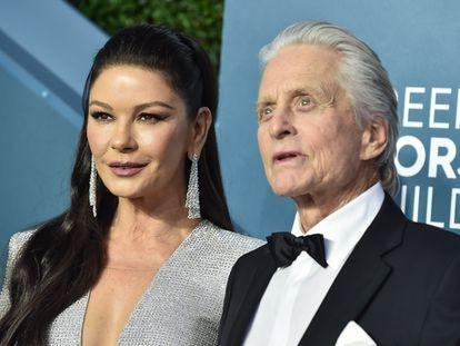 Los actores Catherine Zeta Jones y Michael Douglas en los SAG Awards en Los Ángeles el pasado enero.