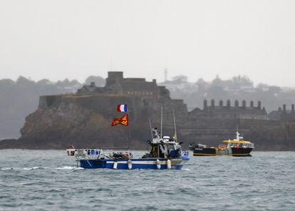 Embarcaciones francesas, este jueves frente a Saint Helier.