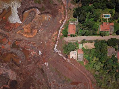 El rastro que dejó el tsunami de barro en Brumadinho fotografiado este mes. En vídeo, EL PAÍS repasa los efectos de la catástrofe cien días después.