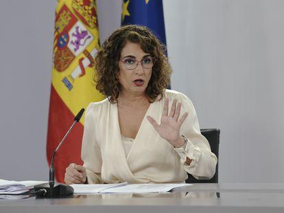 La ministra de Hacienda y Función Pública, Maria Jesús Montero, en la rueda de prensa posterior al Consejo de Ministros extraordinario.