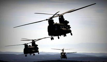 Helicópteros Chinook de la OTAN durante las maniobras de San Gregorio, en Zaragoza.