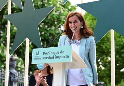 La candidata de Más Madrid, Mónica García, en el acto de cierre de campaña este domingo en la madrileña Cuesta de Moyano.