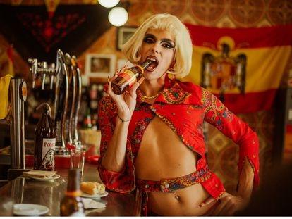 La artista Samantha Hudson, en una imagen del videoclip 'Por España'.