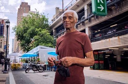 Joe Ligon, excarcelado tras 68 años entre rejas, el 14 de julio en una calle de Filadelfia.