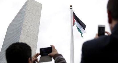 La bandera palestina ondea por primera vez en la sede de la ONU
