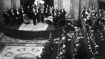 Manuel Azaña promete su cargo como presidente de la República en el Congreso de los Diputados, el 11 de mayo de 1936.