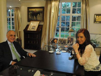 Carlos Bulgheroni y la expresidenta Cristina Fernández de Kirchner en 2013.