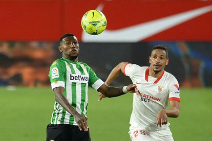 Emerson and Fernando dispute the ball in a duel this season.