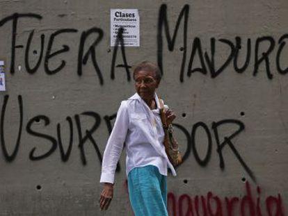 Venezuela anuncia el cierre de la embajada y los consulados en EE UU. Al menos 26 personas han muerto en los últimos cuatro días en los enfrentamientos con la policía