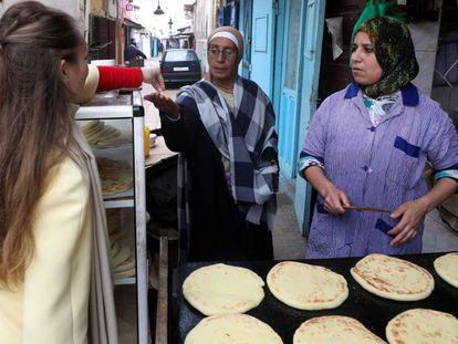 Un puesto de venta de pan en la medina de Rabat.