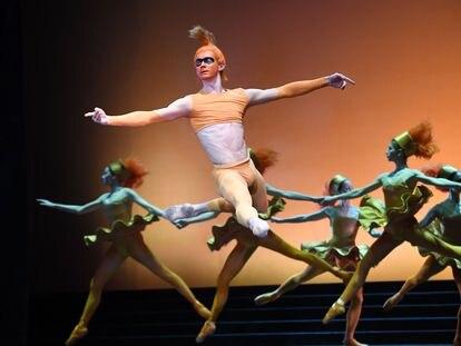 Bailarines de la Compañía de Ballet Ruso del Teatro Mariinsky actúan en el escenario del Teatro Erkel de Budapest, durante un ensayo del título 'Cenicienta', compuesto por el ruso Sergei Prokofiev, el 21 de abril de 2019.
