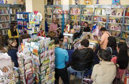 Debate literario en la librería Sintagma, de El Ejido, en mayo pasado.