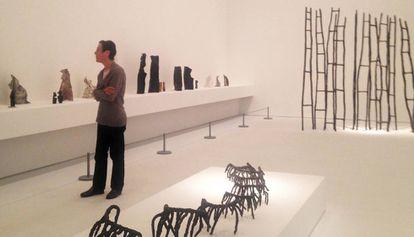 Yvonne Rainer en la exposición de Rosemarie Castoro en el MACBA.