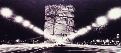 Fotomontaje de Christo con el Arco de Triunfo de París envuelto (1963).