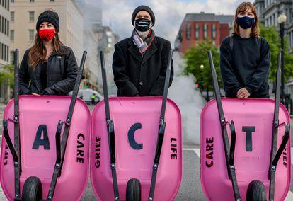 Los ecologistas de 'Extinction Rebellion' bloquean las calles de Washington el pasado 22 de abril, Día de la Tierra.