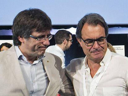 Carles Puigdemont y Artur Mas después de dar a conocer el nombre de Partit Demócrata Català (PDC).