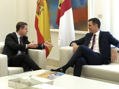 Sánchez y Page, antes de su reunión en La Moncloa.