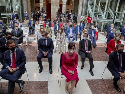 El presidente del PP, Pablo Casado; la presidenta de la Comunidad de Madrid, Isabel Díaz Ayuso y el presidente de la Xunta de Galicia, Alberto Núñez Feijóo en el acto de toma de posesión.