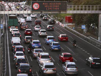 Restricciones de velocidad en la M-30 por alta contaminación, en una imagen de archivo.