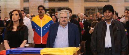 De izquierda a derecha, Cristina Fernández, Nicolás Maduro, José Mujica y Evo Morales ante el féretro de Hugo Chávez, el 6 de marzo en Caracas.