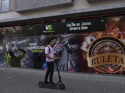 Un salón de juegos y casa de apuestas en Sevilla.