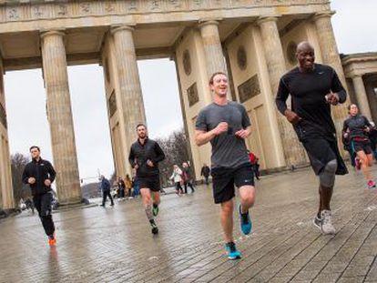 Facebook ha gastado 14 millones de euros en cinco años para proteger a Zuckerberg. La protección del responsable de Amazon costó 1,4 millones en 2015, y la del de Apple, 217.000 euros