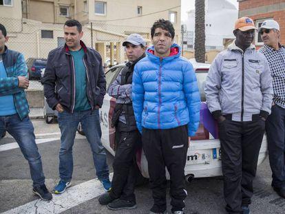 Amigos de los marineros desaparecidos de El Fairell en la Cofradía de Pescadores de Barcelona.