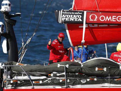 Xabi Fernández celebra la victoria de su equipo en la segunda etapa de la Volvo Ocean Race.