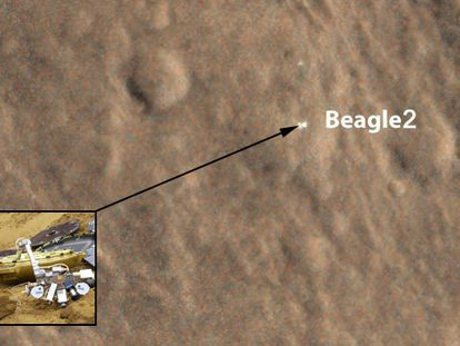 Imagen de Marte junto a una recreación de la sonda perdida.
