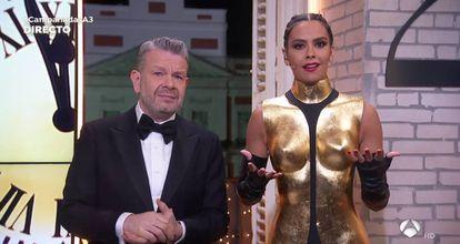 Alberto Chicote y Cristina Pedroche en el momento de las campanadas de Antena 3
