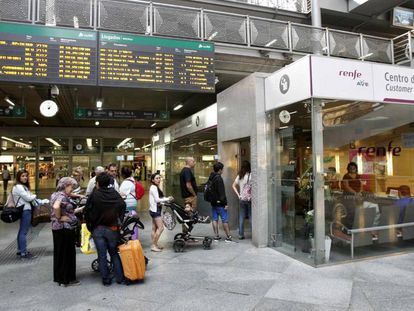 Imagen de la estación de Atocha (Madrid). En vídeo, hoy comienza el primer día de huelga de Renfe