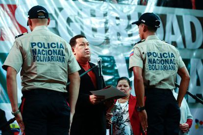 Chávez, en una ceremonia con la policía venezolana.